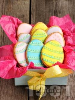 Домашни празнични Великденски сладки със захарно тест - снимка на рецептата